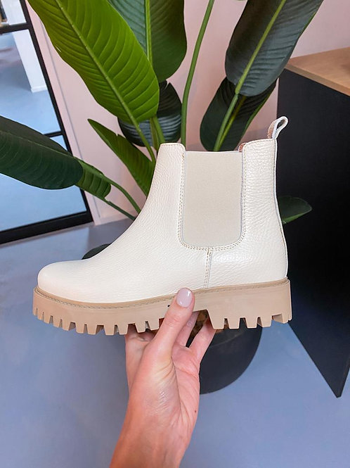 DWRS Boots off white