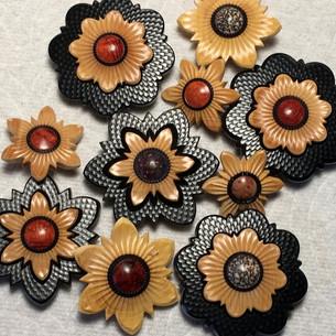 jonsauer_buttons_ornaments_011jpg