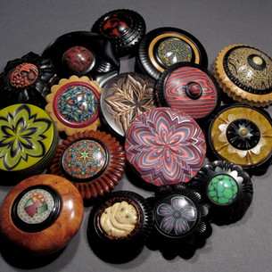jonsauer_buttons_ornaments_012jpg