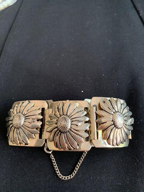 Fashion silver tone flower bracelet