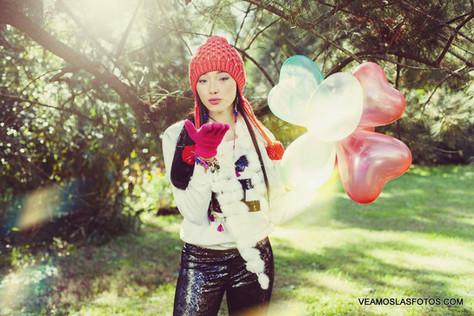 book 15 con globos en parque