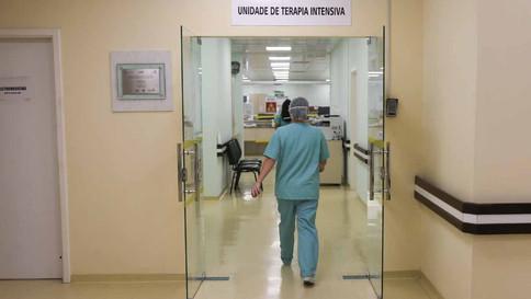 OMS afirma que Covid pode ter matado de 80 mil a 180 mil profissionais de saúde