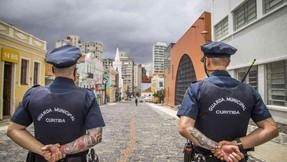 Dois homens tentam assaltar guarda municipal e são baleados em Curitiba