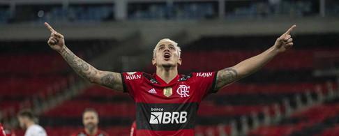 Flamengo anuncia que Pedro vai passar por cirurgia no joelho