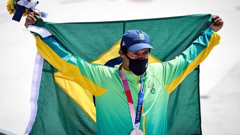 Kelvin Hoefler ganha prata no skate e garante a primeira medalha do Brasil em Tóquio