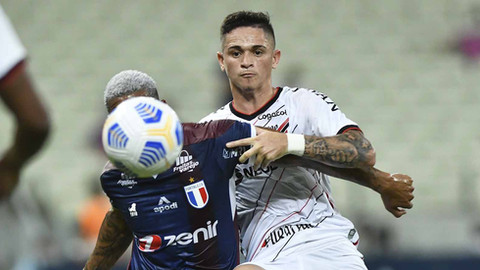 Fortaleza vence Athletico e é vice-líder do Brasileirão