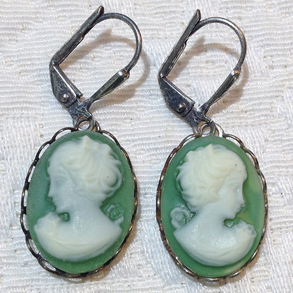 Hunter Cameo Earring