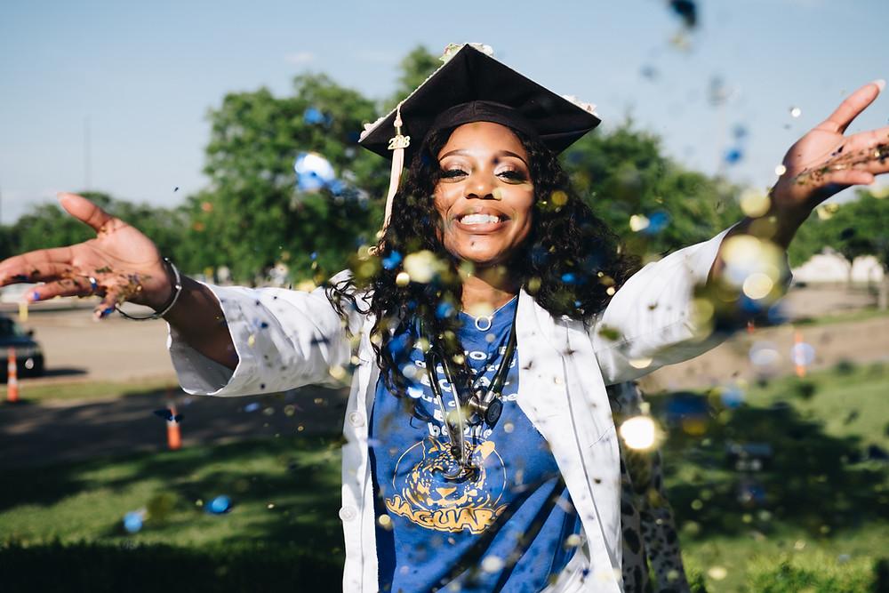 Jeune femme diplomee en développement web