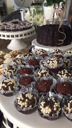 Assorted Brigadeiro Lace Liners