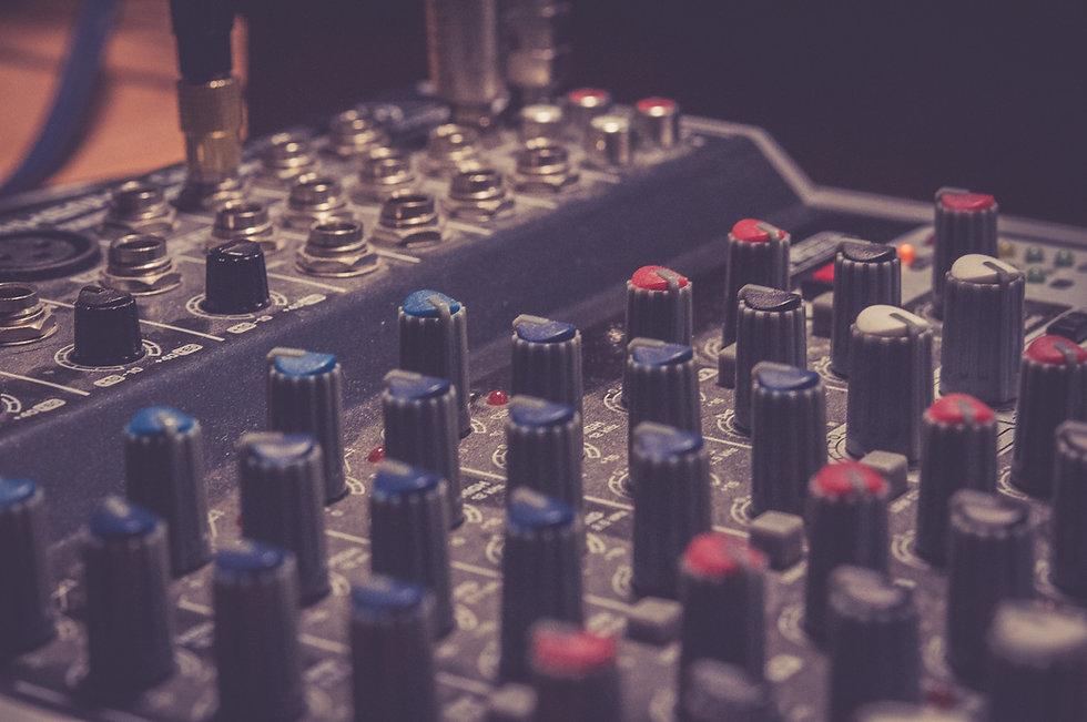 black-audio-mixer-744323.jpg