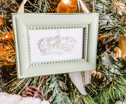 Quick & Easy Framed Christmas Ornaments!