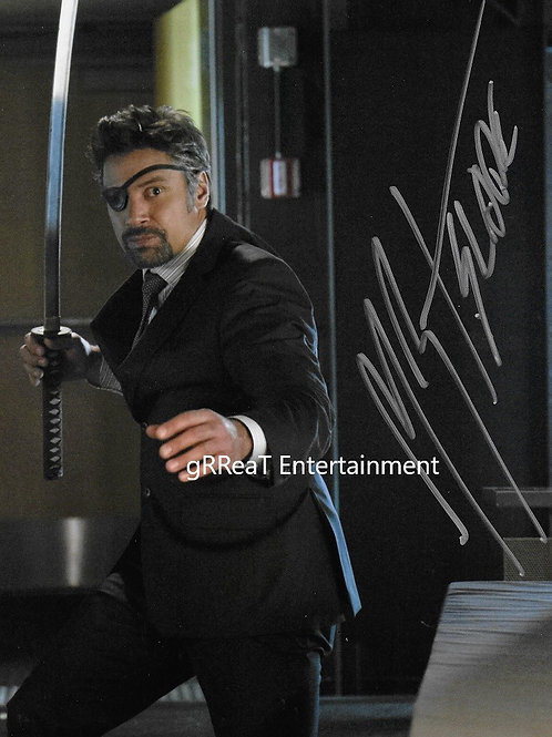 Manu Bennett autographed 8 in x 10 in photo