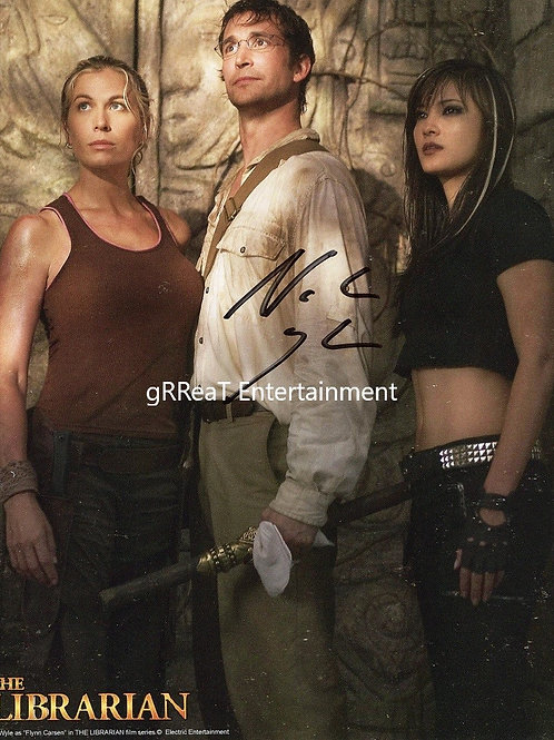Noah Wyle autographed 8 in x 10 in photo