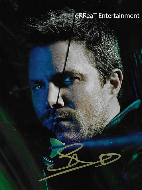 Stephen Amell Autographed 8 in x 10 in. Photo