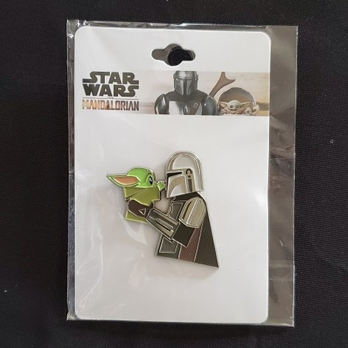 Star Wars: Mandalorian, The Mandalorian Holding The Child  pin LINCENSED