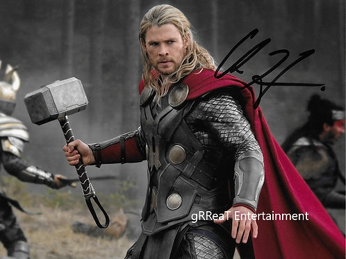 Chris Hemsworth autographed 10 in x 8 in photo