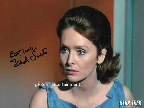 Sandra Smith autographed 10 in x 8 in photo
