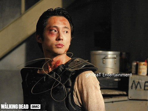 Steven Yeun autographed 10 in x 8 in photo