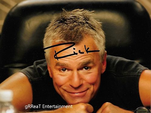Richard Dean Anderson autographed 10 in x 8 in photo