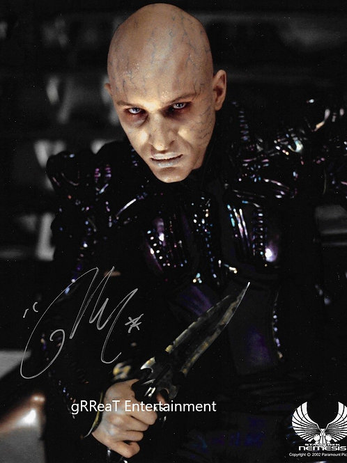 Tom Hardy autographed 8 in x 10 in photo