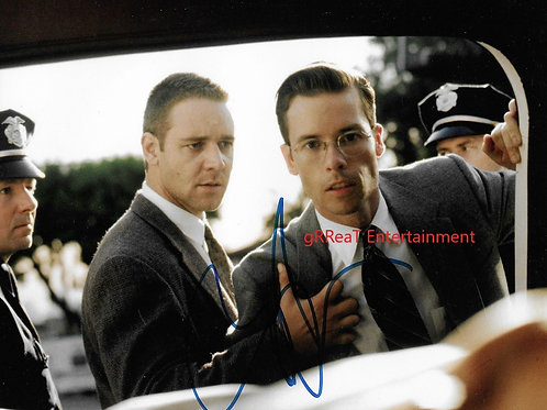 Guy Pearce autographed 10 in x 8 in photo