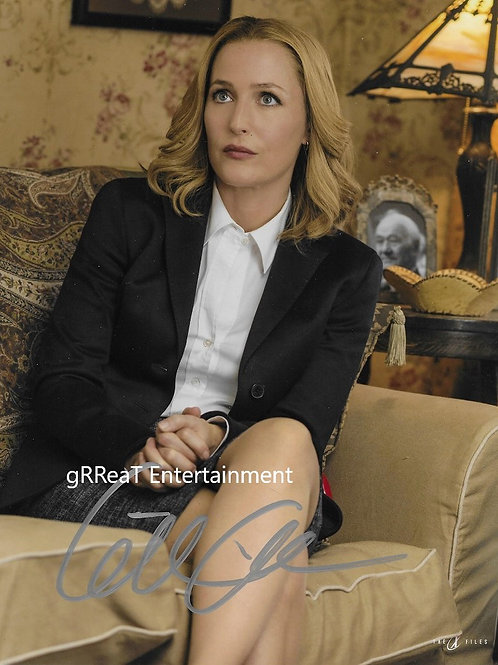 Gillian Anderson autographed 8 in x 10 in photo