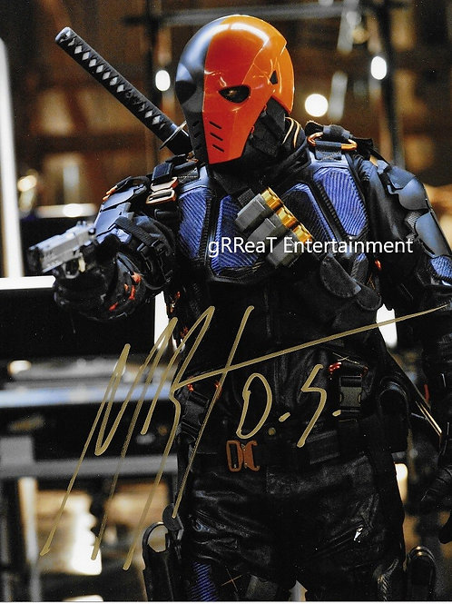 Manu Bennett autographed 8 in x 10 in. Photo