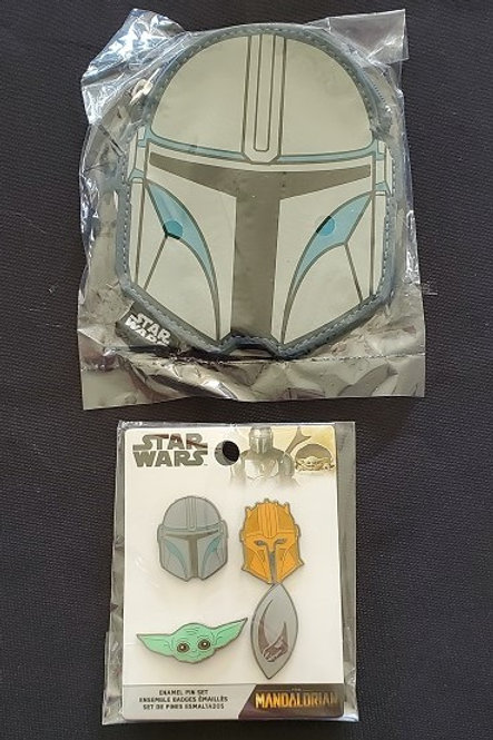 Star Wars: Mandalorian 4 pin set and coin purse LINCENSED