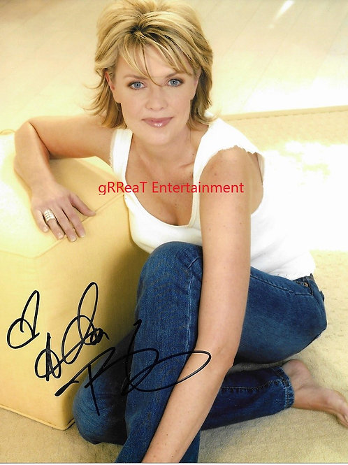 Amanda Tapping autographed 8 in x 10 in photo