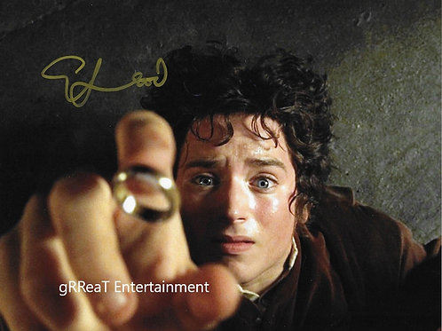 Elijah Wood autographed 10 in x 8 in photo