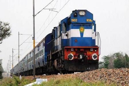बरेली-कासगंज रेल मार्ग पर बदायूं स्टेशन से गुजरने वाली चार ट्रेनों के समय में फेरबदल