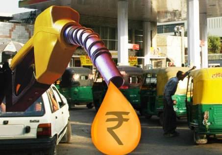 लगातार 5वें दिन महंगा हुआ पेट्रोल-डीजल, रोज़ मर्रा के काम करने वालों पर पढ़ा दाम से बढ़ोतरी का बोझ