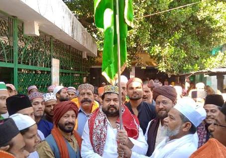 जश्ने विलादत पर परचम कुशाई कर पूर्व मंत्री आबिद रज़ा ने आपसी भाईचारे का संदेश दिया