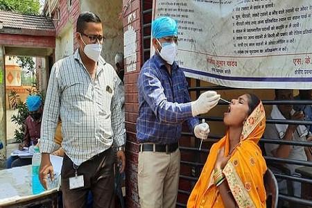 जिले में कोरोना के ग्राफ ने पकड़ी तेजी बदायूं में बुधवार को हुआ कोरोना विस्फोट 55 मरीज़ मिले