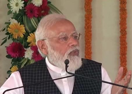 PM मोदी ने हेल्थ इंफ्रास्ट्रक्चर के सहारे विपक्ष पर निशाना, बोले- गरीब को इलाज से रखा वंचित