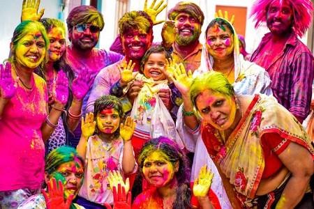 जिले में हिन्दू-मुस्लिम ने एक साथ सौहार्द पूर्वक मिलजुलकर मनाई होली व शबे बारात