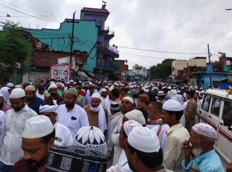 बदायूं ककराला में हाजी मुमताज मियां के जनाजे में उमड़े मुरीदैन, किया गया सुपुर्द ए खाक