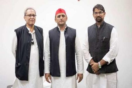 राजनीति के शालीन चेहरे पूर्व केंद्रीय मंत्री सलीम शेरवानी सपा में शामिल धर्मेंद्र यादव रहे मौजूद