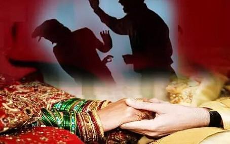 बदायूं में विवाहिता ने शादी के 25 साल बाद लिखाया दहेज उत्पीड़न का केस