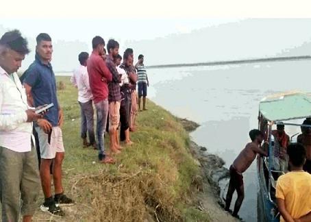 कछला घाट पर मूर्ति विसर्जित करने आए 6 लोग गंगा में डूबे, चार लापता तलाश जारी