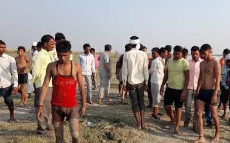 दूसरे दिन भी नहीं लगा गंगा में डूबे फिरोजाबाद के लोगों का सुराग, तलाश जारी