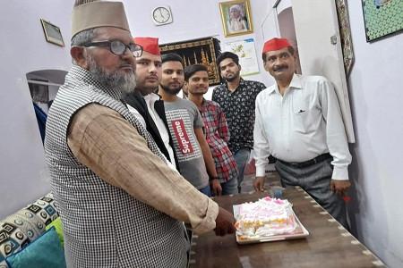 अली फरशोरी के नेतृत्व में सपा नेता पूर्व कैबिनेट मंत्री रियाज़ अहमद का मनाया गया जन्मदिवस
