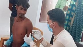 बदायूं में चपरासी ने स्वास्थ्यकर्मी बनकर गांव के दर्जनों लोगों को लगा दी वैक्सीन, बवाल