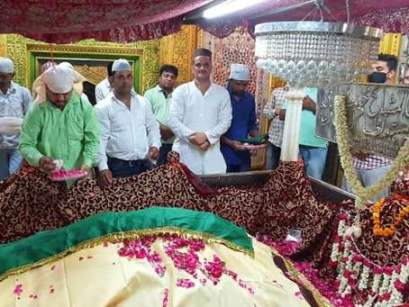 दरगाह निजामुद्दीन साहब में गुलपोशी व चादरपोशी कर आज़म खां की सलामती की दुआ ए खैर