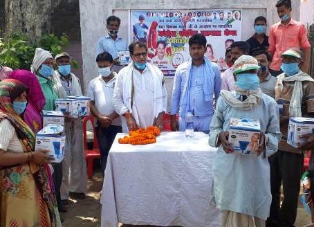 हेल्प डेस्क सदस्यों से प्रियंका गांधी ने लोगों की सेवा और सहायता करने के लिए कहा है, कांग्रेस ओमकार