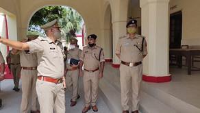 चौराहों-पर सतर्कता से ड्यूटी करें पुलिसकर्मी, एसएसपी ने सदर कोतवाली का किया निरीक्षण