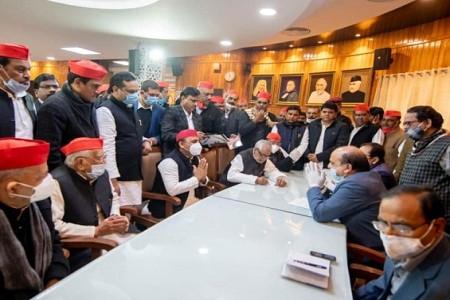 UP MLC चुनाव, अहमद हसन और राजेंद्र चौधरी ने दाखिल किया नामांकन; अखिलेश बोले- दोनों नेता जीतेंगे