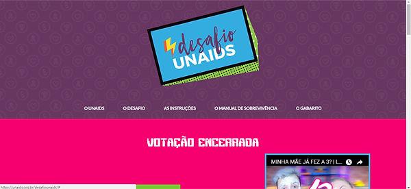Print do site, fundo roxo com rosa e detalhes em vários tons