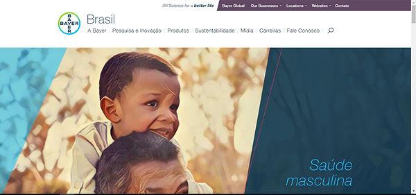 Print do site, imagem de um homem segurando um menino nas costas
