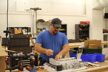 Manufacturing Group Demonstrates Installation Efficiency